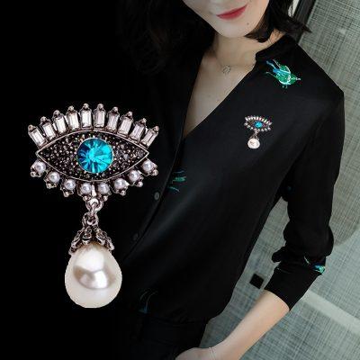 Fashion Pearl Diamond Alloy Eye Brooch